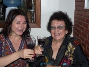 Yeda Dantas e Regina Yolanda brindam ao convite para fazer a camiseta 2009
